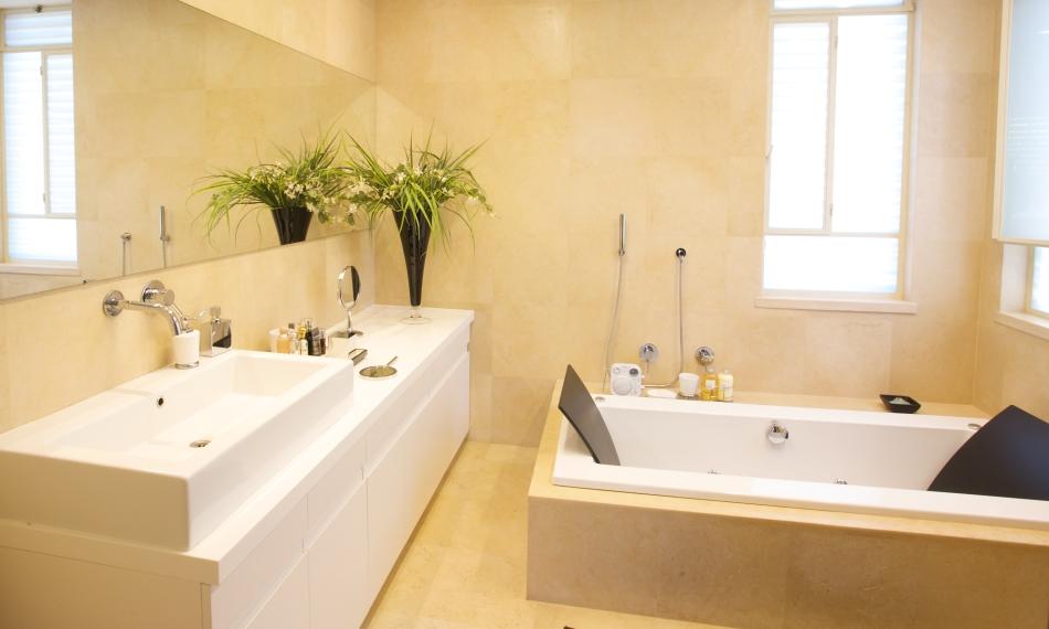וילה בהוד השרון - חדר אמבטיה