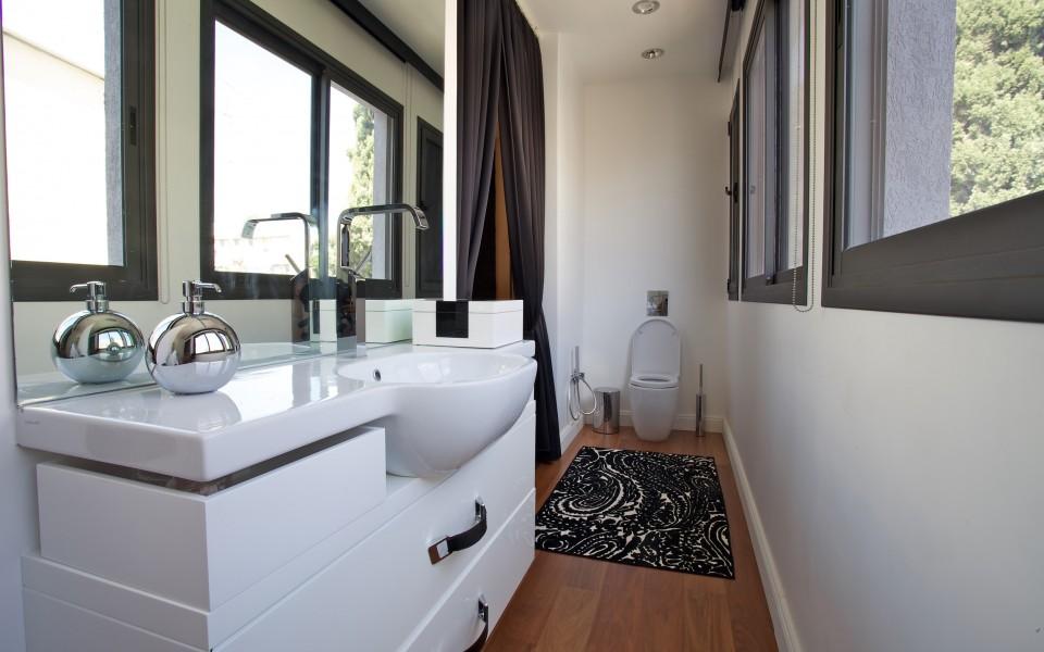 דירה במרכז תל-אביב - חדר רחצה של חדר השינה הראשי
