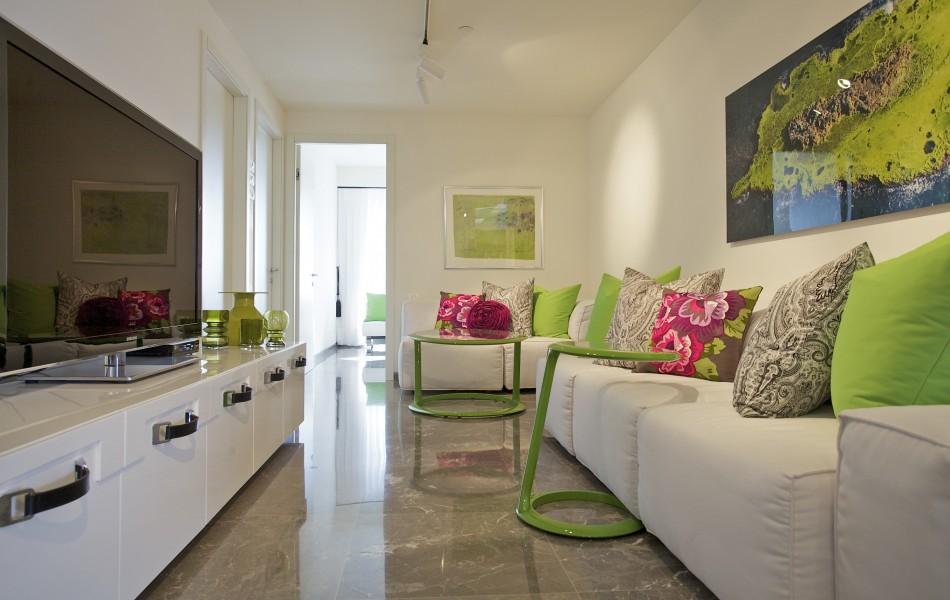 חדר מגורים בדירה במגדל YOO