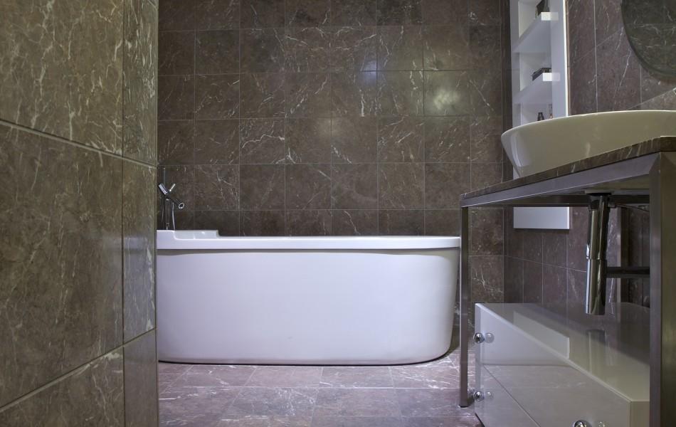 חדר אמבטיה בדירה במגדל YOO
