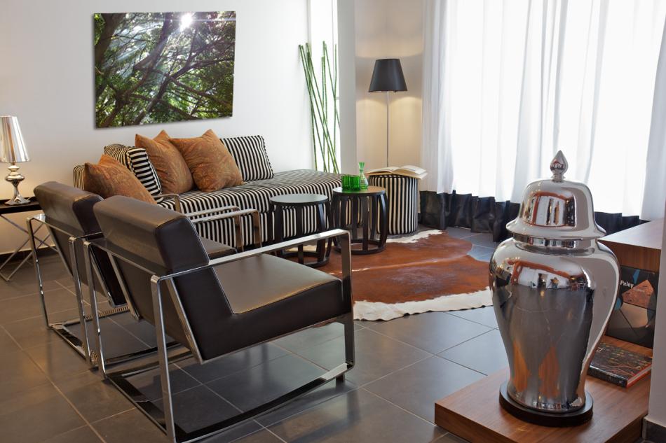 חדר מגורים בדירה בצפון תל-אביב, מבט כללי