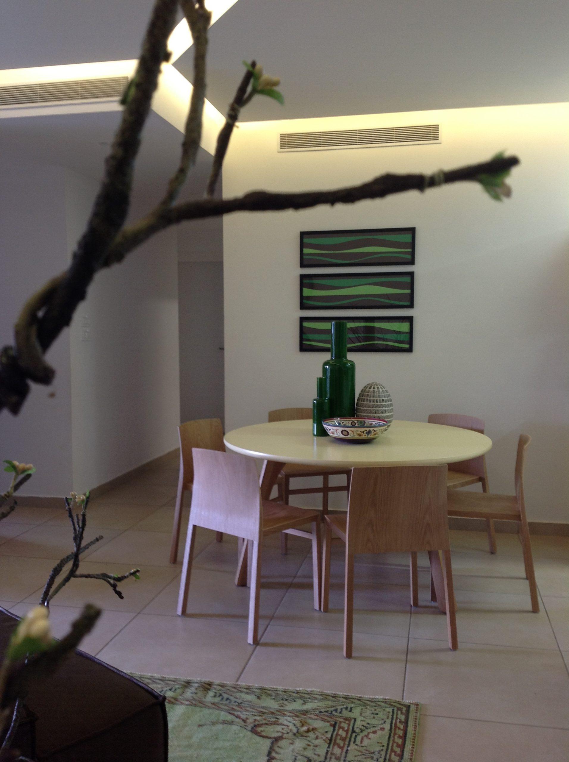 חלל מגורים בדירה בנתניה – פינת אוכל