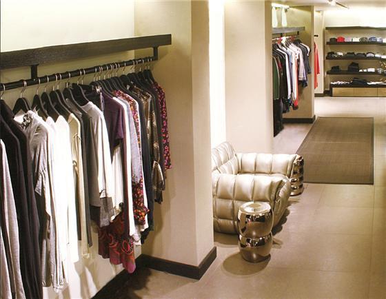 Showroom, חנות בכיכר המדינה / מבט מבפנים